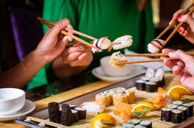 Небезпечна японська страва: яку загрозу становлять суші для людського здоров'я