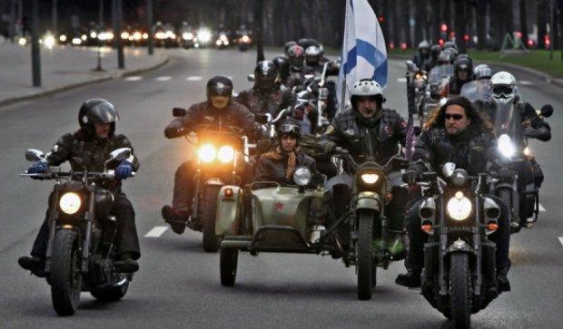 """Кадиров нагородив """"Нічних вовків"""" мотоциклами"""