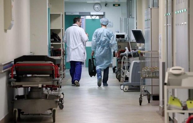 Привязали к кровати и морили голодом: изверги в белых халатах издевались над пациентом