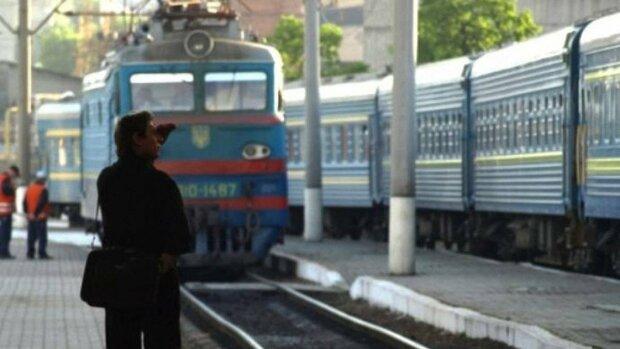 """Укрзалізниця влаштувала пасажирам нову порцію нічних жахіть: """"Шторка бадьорить"""", фото"""