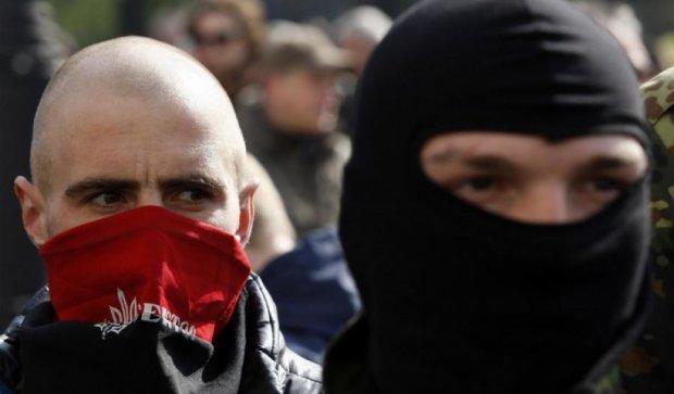 """Правий сектор"" кличе всіх на Банкову через ""теракт"" у Мукачевому"