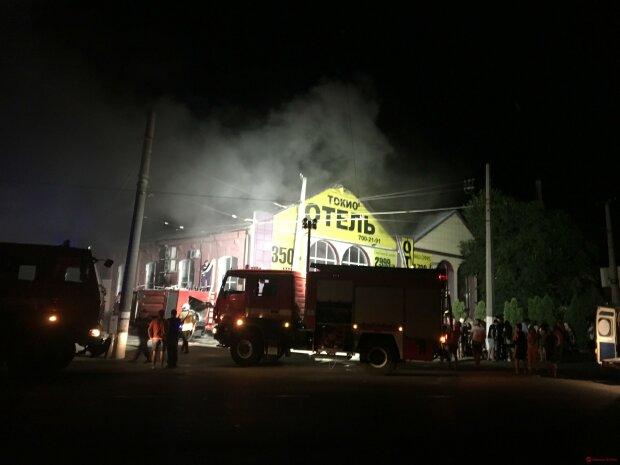 В Одессе пылает отель, десятки искалеченных и 8 погибших: первые подробности