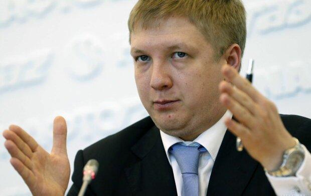 """Що можна купити на зарплату Коболєва з """"Нафтогазу"""": блогер показав незвичне застосування """"Камазам"""" із готівкою"""