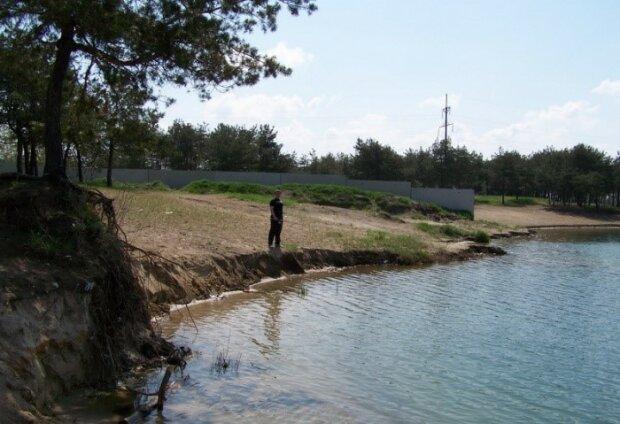 Сміттєві береги: у Дніпрі популярна зона відпочинку перетворилася на гадючник, - відео обурило мережу