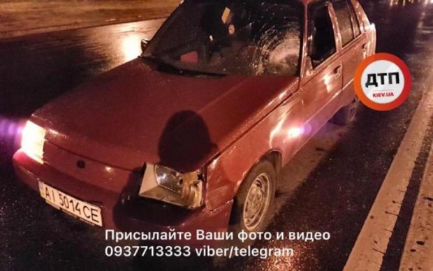 В Киеве легковушка снесла мужчину