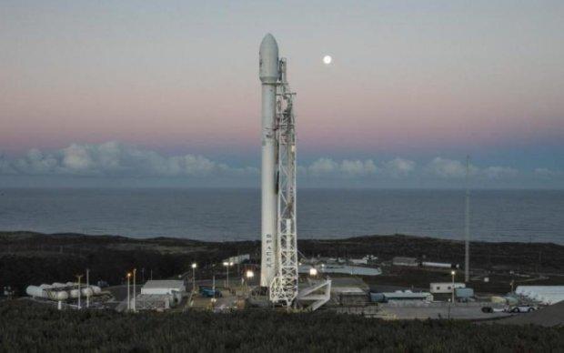 Вже не смішно: Маск знову відклав запуск Falcon 9