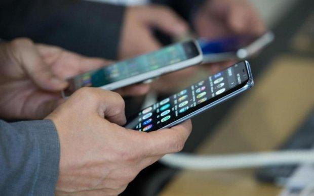 Samsung скрестил смартфон будущего с раскладушкой