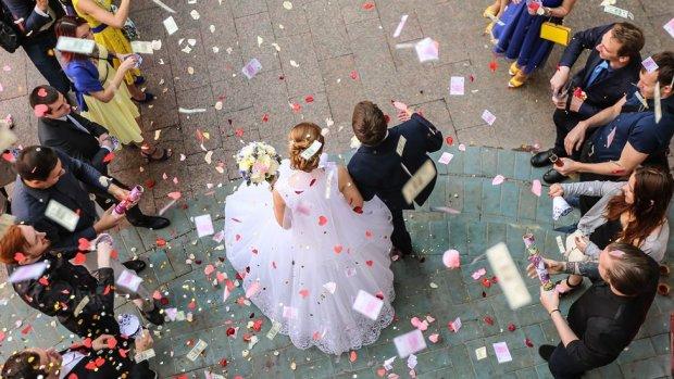 Министр сыграл вторую свадьбу в украинском городе: всего лишь 176 грн