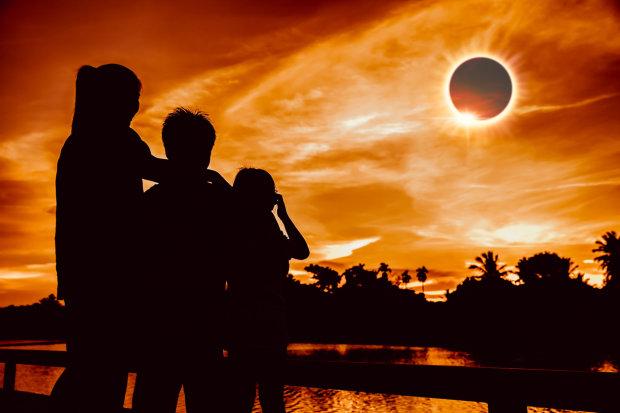 Судьбоносный коридор затмений в июле: астрологи дали советы, которые уберегут вас от беды