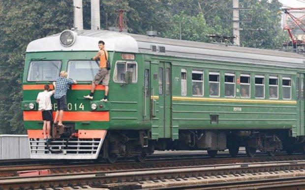 """Трое подростков-экстремалов покатались на """"товарняке"""": один труп"""