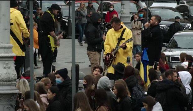БЕZ ОБМЕЖЕНЬ / скриншот из видео