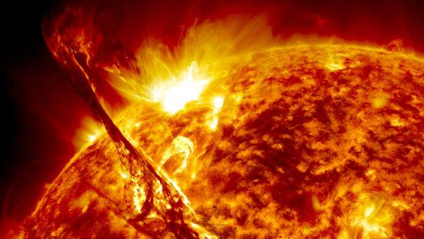 На Сонці з'явилася чорна діра розміром з нашу планету: потужні магнітні бурі накриють Землю
