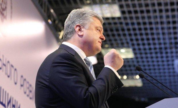 """Порошенко жестко осадил Путина: """"видел только политиков, приезжавших в Москву на полусогнутых ногах"""""""