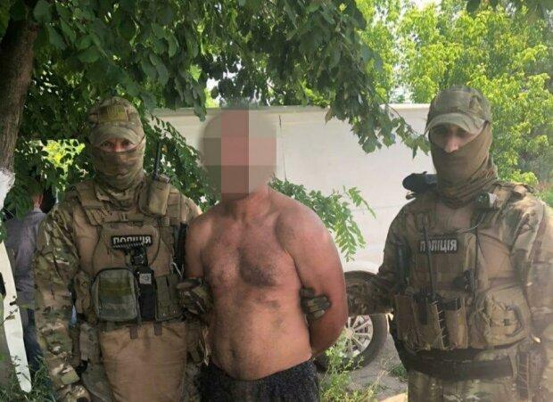 Під Дніпром банда іноземців з мотузками робили з пенсіонерами страшне