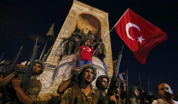 Ердоган або пропав: за що боролися путчисти і чому програли