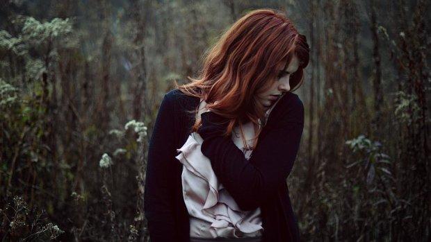 Душит и мешает жить: психологи назвали 7 причин, по которым ты до сих пор несчастна
