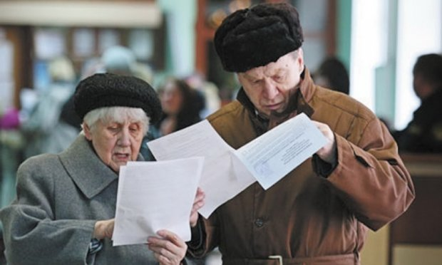 Працюючим пенсіонерам скоротили виплати