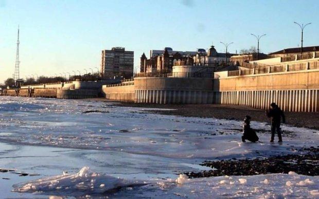 Міст між Росією і Китаєм змило водою: відео