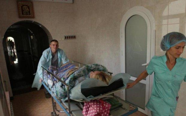 За допомогою медреформи на українцях можна економити, - політик