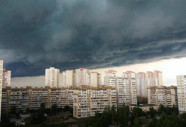 Смертоносний ураган вирує в Україні, вже є жертви