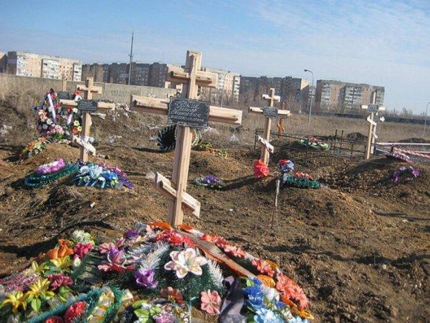 Нові кладовища на околицях Луганська