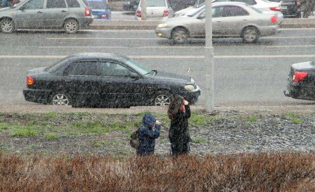 Погода у Запоріжжі 28 січня: дощ зі снігом надихне містян на теплі обіймашки