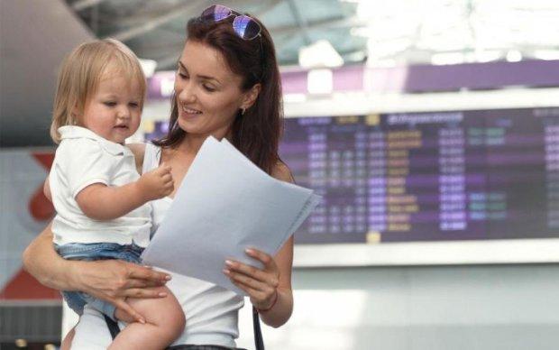 З дитиною за кордон: які документи потрібні українцям