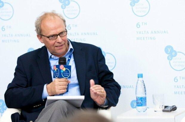 """Відомий аналітик дав цінну пораду українським політикам: """"Краще робити помилки, ніж не робити нічого"""""""
