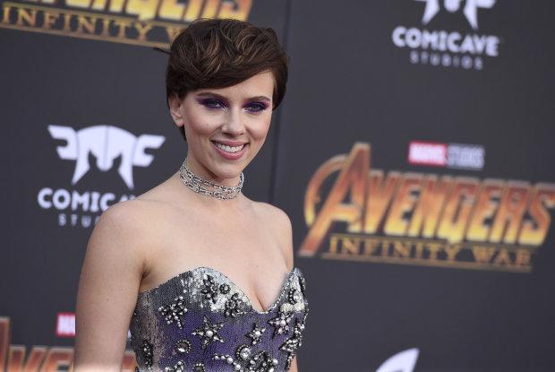 Звезда Голливуда внезапно решила сменить профессию: сексуальная Черная Вдова нарядится во что-то построже