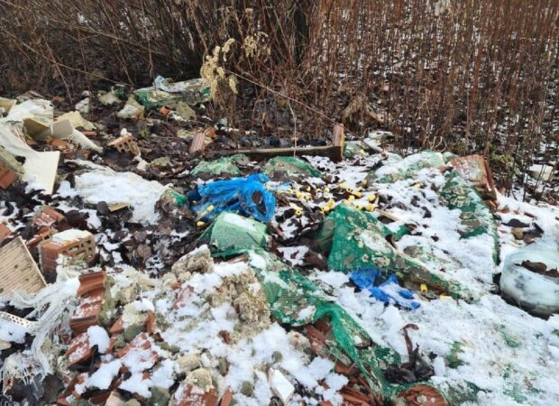 Під Львовом знайшли звалище з медичними відходами: Facebook поліція Львівської області
