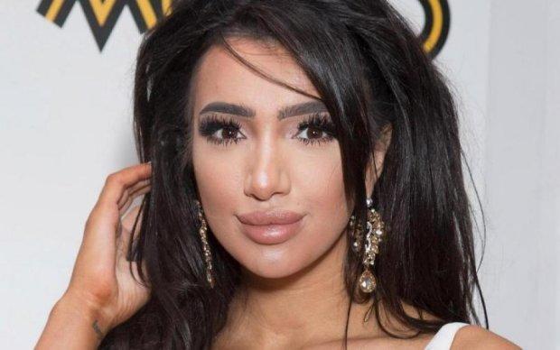 Развратная невеста Хлоя Кхан надела только фату: видео 18+