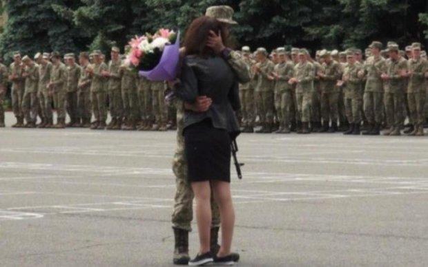 Одесский курсант сделал свою присягу незабываемой для невесты