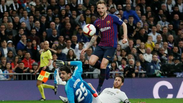 Барселона знову перемогла Реал у Мадриді: відео