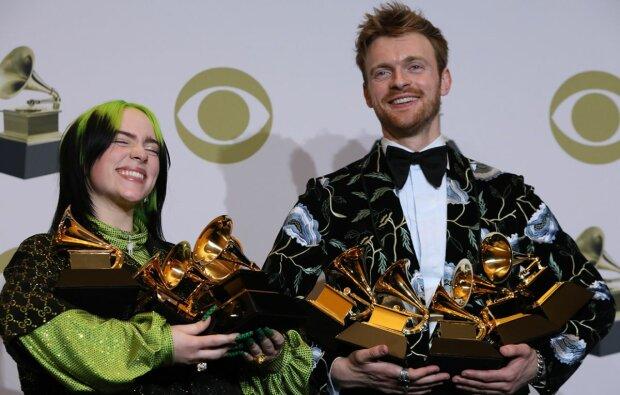 """Самая знаменитая музыкальная премия """"Грэмми"""" замыливает глаза, вручая подставные статуэтки"""
