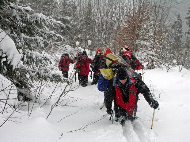 Накроет тоннами снега: спасатели предупредили украинцев о смертельной опасности