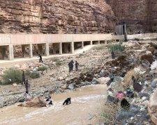 затоплення шкільного автобуса в Йорданії