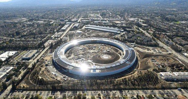 Акції Apple різко впали: у списку успішних компаній з'явився новий лідер