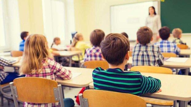 """""""Сидіть вдома"""": у Запоріжжі двох дітей відсторонили від уроків, - причина шокувала батьків"""