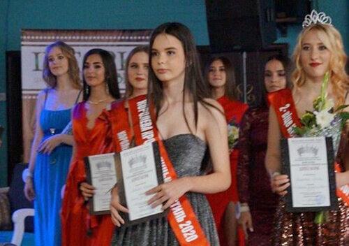 Як ангели Чарлі: юні хмельничанки стали королевами краси і підкорили всю Україну