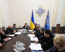 Владимир Зеленский с родственниками погибших в катастрофе самолета МАУ, Facebook