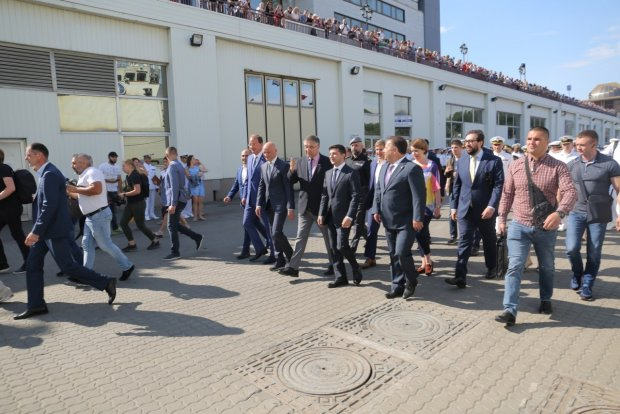 """Зеленский второй раз за месяц мчится в Одессу: чем """"загипнотизировала"""" президента жемчужина моря"""
