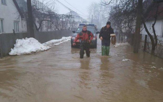 Апокалипсис на Закарпатье: стихию показали с необычного ракурса