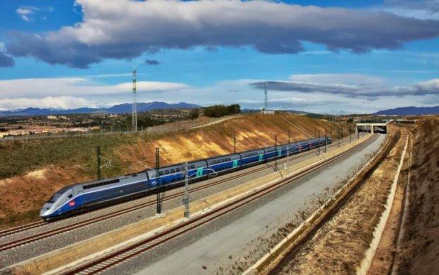 Відмовили гальма: поїзд влетів у платформу, десятки постраждалих