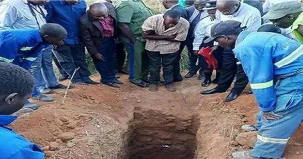 Раскопали могилу. Фото odditycentral.