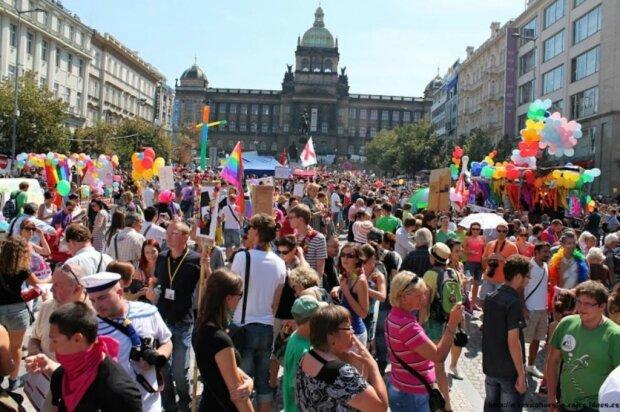 """Вінничан засікли на ЛГБТ-параді в Чехії: """"Набридло шифруватися"""""""