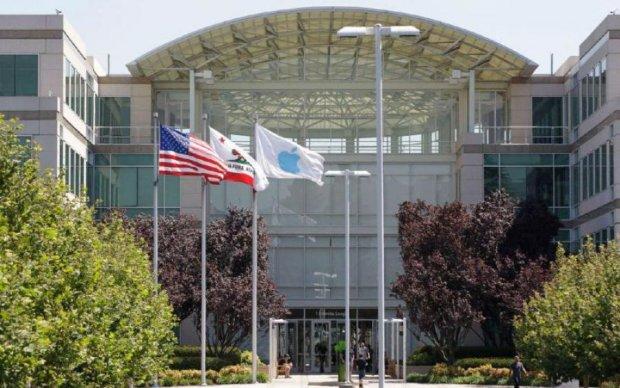 Apple таємно почала співпрацювати з китайцями
