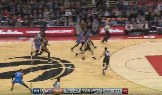 Пас Вестбрука поміж ніг супернику - найкращий момент дня НБА