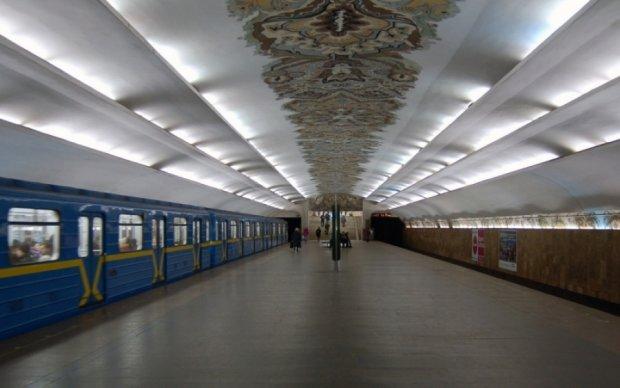 Ескалатор ледь не вбив пасажирку столичного метро