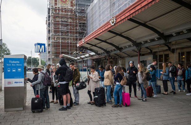 Террорист расстрелял пассажиров трамвая: кровавые фото облетели всю Европу