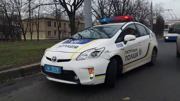 На Харківщині дівчину наздогнав легковик: страшний удар відправив у кому, медики рятують молоде життя